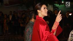 Penyanyi Raisa saat menghadiri resepsi pernikahan putri Presiden Jokowi, Kahiyang Ayu dan Bobby Nasution di Gedung Graha Saba Buana, Solo, Rabu (8/11). Raisa hadir tanpa ditemani suaminya, Hamish Daud ke lokasi resepsi. (Liputan6.com/Angga Yuniar)
