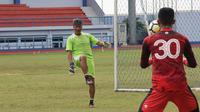 Gatot Prasetyo, mantan pelatih kiper Persib Bandung. (Bola.com/Erwin Snaz)