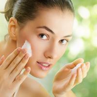 Panduan Memilih Sabun Cuci Wajah yang Tepat (Yuganov Konstantin / shutterstock)