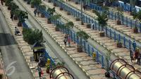 Antrean keluar-masuk Metromini di Terminal Blok M, Jakarta, Sabtu (19/12), terpantau sepi. Sejumlah sopir angkutan umum berwarna oranye tersebut memilih libur, lantaran khawatir terkena razia Dishubtrans DKI Jakarta. (Liputan6.com/Johan Tallo)