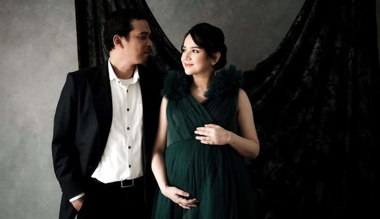 Angelica Simperler dan Rico Daeng tengah berbahagia atas kehadiran jagoan kecil mereka. Setelah menantikan selama sembilan bulan, akhirnya pada Rabu (17/3/2021), bayi yang berjenis kelamin laki-laki pun lahir. (Instagram/angelicasimp.new)
