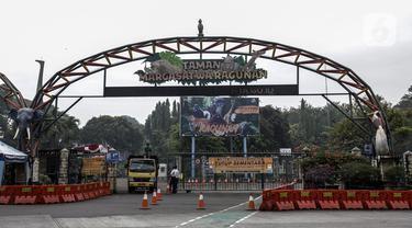Suasana Taman Margasatwa Ragunan, Jakarta, Sabtu (26/6/2021). Taman Margasatwa Ragunan tutup sementara menyusul Pemberlakuan Pembatasan Kegiatan Masyarakat (PPKM) Mikro terkait melonjaknya kasus COVID-19 di Jakarta. (Liputan6.com/Johan Tallo)
