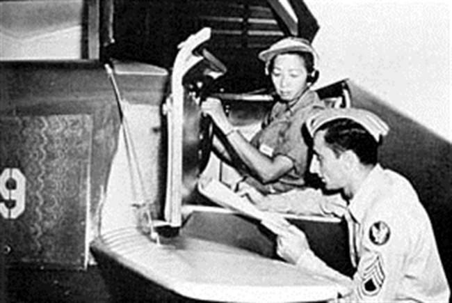 Hazel Ying-Lee, pilot wanita pertama China-Amerika. (Sumber defense.gov)