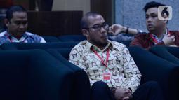 Komisioner KPU Hasyim Asy'ari menunggu untuk dimintai keterangan penyidik KPK di Gedung KPK, Jakarta, Jumat (24/1/2020). Hasyim Asy'ari diperiksa sebagai saksi untuk tersangka mantan Komisioner KPU Wahyu Setiawan terkait kasus dugaan suap penetapan anggota DPR. (merdeka.com/Dwi Narwoko)