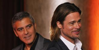 Usai berpisah dengan Angelina Jolie, tanpa disadari kehidupan Brad Pitt juga berubah. Ia pun nampaknya juga tak tahu harus berlindung dimana. Mengobati itu semua, Pitt kabarnya bertandang ke rumah sahabatnya, George Clooney. (AFP/Bintang.com)