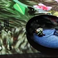 Pengalaman makan dengan teknologi kekinian. (Foto: Meita Fajriana/ Fimela)
