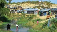 Kemah-kemah pengungsi Rohingya di Tombru, wilayah no man's land di perbatasan Bangladesh - Myanmar yang secara teknis membuat kedua negara saling berbagi lahan tersebut (Munir Uz Zaman/AFP PHOTO)