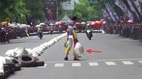 Pertikaian pembalap Road Race Seri V Kejurda Jatim yang digelar di Bondowoso, Jawa Timur. (Istimewa)