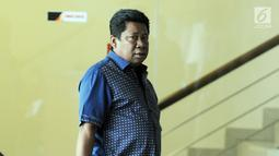 Anggota DPRD Kabupaten Bekasi, Waras Wasisto memenuhi panggilan penyidik KPK untuk pemeriksaan di Jakarta, Selasa (20/8/2019). Waras diperiksa sebagai saksi dalam kasus dugaan suap perizinan proyek Meikarta untuk melengkapi berkas perkara Sekda Jawa Barat Iwa Karniwa. (merdeka.com/Dwi Narwoko)