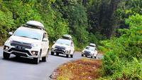 Menyusuri jalur trans Kalimantan, New Terios kerap bertemu dengan jalan berliku yang tajam.