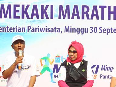 Bupati Lombok Barat Fauzan Khalid (kiri) dalam acara launching Blibli Mekaki Marathon 2018 di Kementerian Pariwisata, Jakarta, Minggu (30/9). Blibli Mekaki Marathon 2018 akan digelar kedua kalinya di Teluk Mekaki, Lombok Barat. (Liputan6.com/Angga Yuniar)