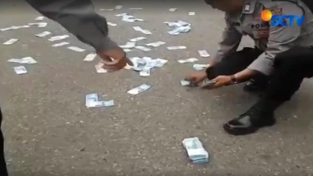 Uang berjumlah Rp 40 juta ini merupakan milik korban perampokan yang sempat dibawa perampok bernama Efrizal dan Guntur