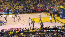Berita video game recap NBA 2017-2018 antara Golden State Warriors melawan Houston Rockets dengan skor 95-92.