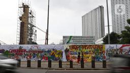 Pemandangan proyek revitalisasi Taman Ismail Marzuki (TIM) yang dipenuhi lukisan bentuk protes, Jakarta, Sabtu (29/2/2020). Kebijakan Pemprov DKI Jakarta merevitalisasi TIM dinilai cacat prosedural karena tidak pernah dibicarakan dengan seniman sebelumnya. (Liputan6.com/Johan Tallo)