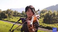 Kisah Manami Ito yang perawat yang piawai bermain biola dan sempat menjadi atlet (dok. YouTube/AFP)