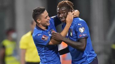 Italia berhasil menekuk Lithuania pada laga lanjutan grup C kualifikasi Piala Dunia 2022 zona Eropa dengan skor telak 5-0. Rekrutan anyar Juventus, Moise Kean terpilih menjadi man of the match pada laga tersebut. (Foto: AP/Luca Bruno)