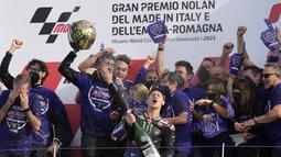 Gelar ini juga mengembalikan keyajaan Yamaha di MotoGP. Pabrikan Garpu Tala itu terakhir kali menjuarai MotoGP pada 2015 bersama Jorge Lorenzo. (AP Photo/Antonio Calanni)
