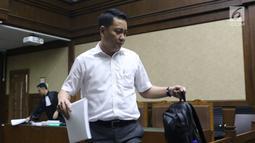 Terdakwa suap pengadaan satelit monitoring Bakamla, Fayakhun Andriadi bersiap menjalani sidang lanjutan di Pengadilan Tipikor, Jakarta, Rabu (7/11). Sebelumnya, JPU KPK menuntut Fayakhun dengan pidana 10 tahun penjara. (Liputan6.com/Helmi Fithriansyah)
