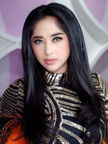 Dewi Perssik. (Foto: Instagram @dewiperssikreal)