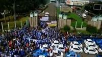 Ribuan sopir angkutan menggelar unjuk rasa di sejumlah titik di Jakarta. Sementara itu, perwakilan PPAD kecewa tak bertemu Menkominfo.