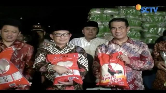 Satgas Ketahanan Panganan menggerebek sebuah pabrik penggilingan beras di Bekasi, Jawa Barat.