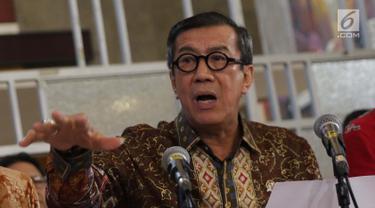 Menteri Hukum dan HAM, Yasonna Laoly saat menyampaikan keterangan terkait penundaan pengesahan RUU KUHP di Graha Pengayoman Kementerian Hukum dan HAM, Jakarta, Jumat (20/9/2019). Menkumham juga mengklarifikasi beberapa isu terkait draft RUU KUHP. (Liputan6.com/Helmi Fithriansyah)