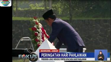Pada acara yang juga menjadi bagian kunjungan kerja Jokowi, sejumlah pejabat negara seperti Panglima TNI, Kapolri, Menkopolhukam, dan Gubernur Jawa Barat turut hadir.