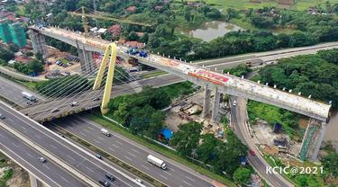 Proyek Kereta Cepat Jakarta-Bandung (KCJB) kembali menuntaskan salah satu pekerjaan struktur layang (elevated) yang merupakan titik kritis pembangunan di area Bekasi. (Dok KCIC)