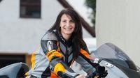 Becci Ellis, lady biker tercepat di dunia (Foto: Visordown).