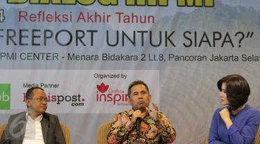 Ketua Komisi VII DPR Kardaya Warnika (tengah) menjadi pembicara dalam diskusi Freeport di HIPMI Center, Jakarta, Selasa (29/12). Diskusi itu mengangkat tema kegaduhan Freeport untuk siapa?. (Liputan6.com/Angga Yuniar)