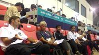 Sejumlah pelatih terkemuka di Tanah Air yang tengah mengikuti kursus lisensi AFC Pro hadir menyaksikan laga final sepak bola Asian Games 2018 antara Korea Selatan Vs Jepang di Stadion Pakansari, Sabtu (1/9/2018). (Bola.com/Benediktus Gerendo Pradigdo)