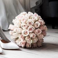 Hal-hal ini merupakan hal sepele, tapi penting untuk dipenuhi saat menghadiri undangan pernikahan. (Foto: unsplash.com)