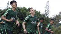 Pemain Timnas Indonesia U-23, Egy Maulana, berlari saat latihan di Stadion Madya, Jakarta, Kamis (14/3). Latihan ini merupakan persiapan jelang Kualifikasi Piala AFC U-23. (Bola.com/Vitalis Yogi Trisna)