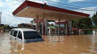 Intensitas hujan yang tinggi membuat Sungai Anak Citarum meluap. Akibtanya banjir menerjang 6 daerah di Kabupaten Bandung. (Foto:  Pusdalops Damkas Kabupaten Bandung)