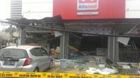 Minirmarket turut menjadi korban ledakan di PHD jalan Hankam Bekasi (Istimewa)