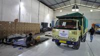 Surat suara Pilkada Surabaya 2020 sudah tiba di gudang logistik (Foto: Liputan6.com/Dian Kurniawan)