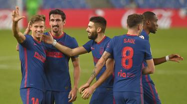 Gelandang Atletico Madrid, Marcos Llorente, merayakan gol yang dicetaknya ke gawang Real Sociedad pada laga lanjutan Liga Spanyol di Anoeta Stadium, Rabu (23/12/2020) dini hari WIB. Atletico Madrid menang 2-0 atas Real Sociedad. (AFP/Ander Gillenea)