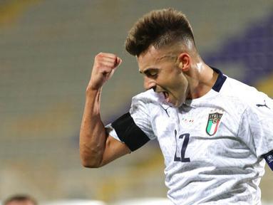 Penyerang Italia, Stephan El Shaarawy, melakukan selebrasi usai mencetak gol ke gawang Moldova pada laga uji coba di Stadion Artemio Franchi, Kamis (9/10/2020). Italia menang dengan skor 6-0. (Marco Bucco/LaPresse via AP)