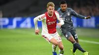 5. Frenkie de Jong (Ajax Amsterdam) – Pemain muda Belanda ini resmi menjadi milik Barcelona setelah diboyong dengan nilai transfer 75 juta euro. Gelandang berusia 21 tahun tersebut akan berlabuh ke Camp Nou pada musim panas mendatang. (AFP/John Thys)