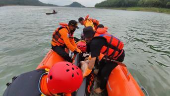 Tragis, Jemput Anaknya Mengaji Ibu Tewas Terseret Banjir karena Jembatan Runtuh