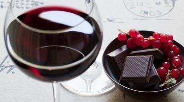 Konsumsi Cokelat dan Wine Lancarkan Sistem Cerna