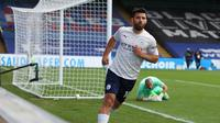 Striker Manchester City, Sergio Aguero merayakan golnya ke gawang Crystal Palace dalam lanjutan Liga Inggris 2020/2021, Sabtu (1/5/2021). (CATHERINE IVILL / POOL / AFP)
