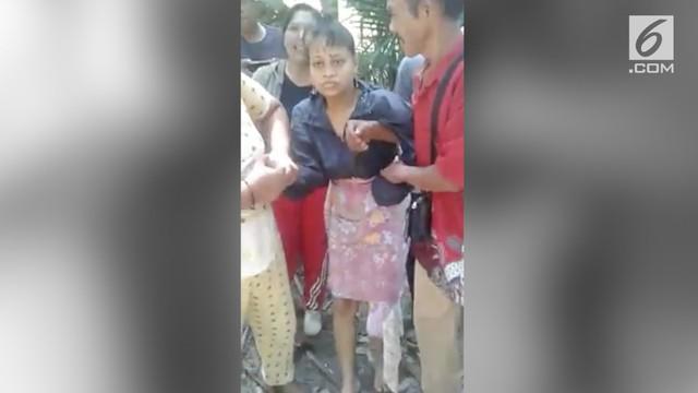 Seorang gadis hilang selama 15 tahun. Saat ditemukan ternyata sang gadis disembunyikan seorang dukun di sebuah celah batu.