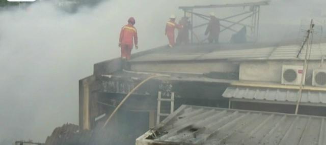 Api diduga bersumber dari obat nyamuk bakar di rumah seorang warga.
