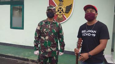 Pemuda Banjar Serokadan mencipatakan lagu khusus untuk TNI saat menjalani isolasi