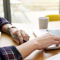 Kalau ingin punya banyak uang, kamu tidak harus pergi ke kantor setiap hari. Hanya denga isi survey, aliran uangmu sangat deras.