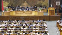 Suasana saat Ketua DPR RI  Bambang Soesatyo memberikan pidato pertama usai dilantik menjadi ketua DPR RI di DPR RI, Jakarta, Senin (15/1). (Liputan6.com/Angga Yuniar)