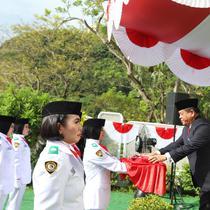 Meski demonstrasi tetap berlangsung, WNI Hong Kong tetap melaksanakan upacara bendera HUT Kemerdekaan RI ke-74 (KJRI Hong Kong)
