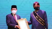 Setelah Najwa Shihab, tongkat estafet Duta Baca Indonesia (DBI) kini berlanjut ke tangan pegiat literasi Heri Hendrayana Harris atau yang akrab disapa Gol A Gong. (Liputan6.com/ Istimewa)