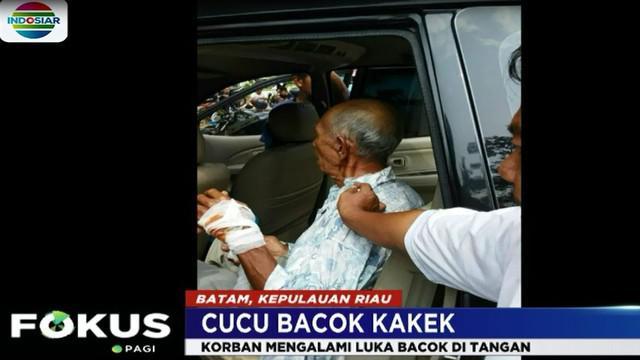 Akibat ulah pelaku, kakek Ahad yang berusia 70 tahun mengalami luka bacokan di tangan.